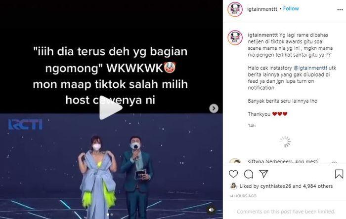 Perilaku Nia Ramadhani saat menjadi host di acara TikTok Awards