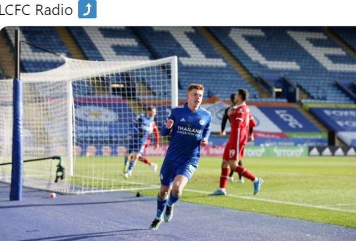 Gelandang Leicester City, Harvey Barnes, merayakan gol yang dicetak ke gawang Liverpool dalam laga Liga Inggris di Stadion King Power, Sabtu (13/2/2021).
