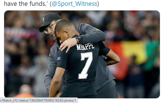 Momen pelatih Liverpool, Juergen Klopp, memeluk Kylian Mbappe dalam sebuah laga.
