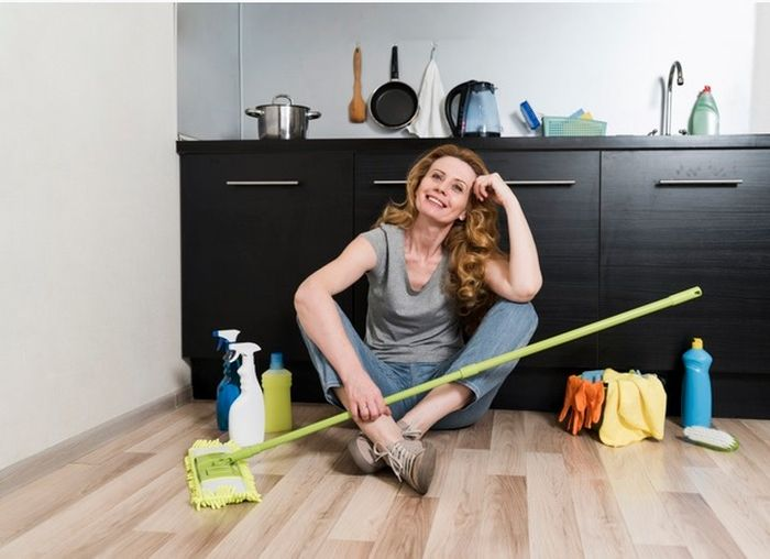 Cara membersihkan telur yang pecah di lantai agar tidak amis