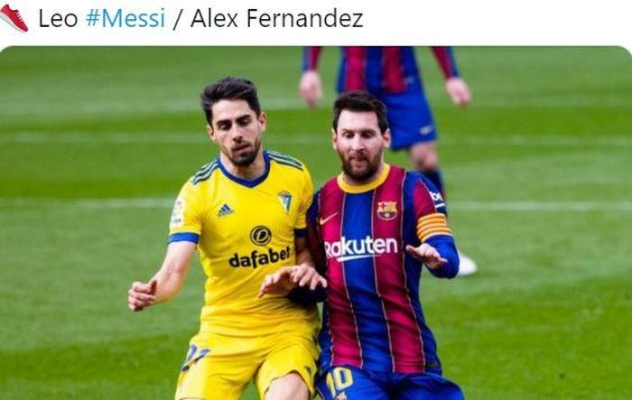 Megabintang Barcelona, Lionel Messi (kanan), beraksi dalam laga Liga Spanyol kontra Cadiz di Stadion Camp Nou, Minggu (21/2/2021).