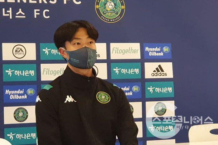 Pencetak gol perdana Ansan Greeners, Lee Jun-hee mengaku ingin belajar dari rekan setim barunya asal Indonesia, Asnawi Mangkualam.
