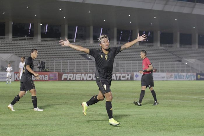 Kushedya Hari Yudo saat timnas U-22 Indonesia melawan Bali United di Stadion Madya, Jakarta, Minggu (7/3/2021).