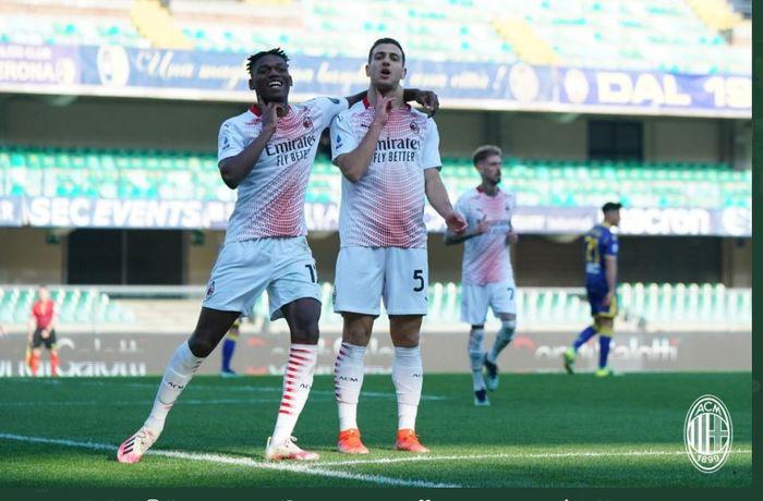 Diogo Dalot (kanan) mencetak gol AC Milan ke gawang Hellas Verona di Liga Italia, 7 Maret 2021.