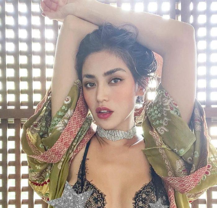 Jessica Iskandar tampil seksi kenakan bra transparan