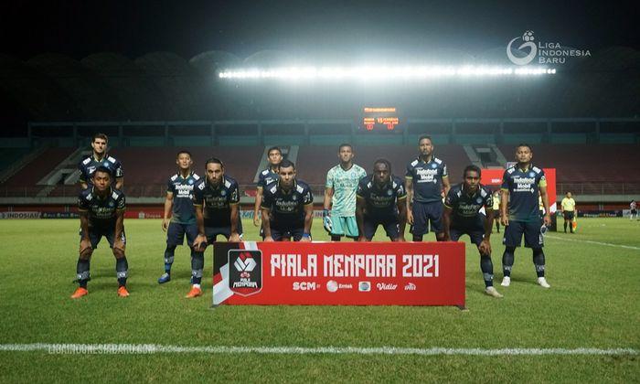 Skuad Persib Bandung saat melawan Persiraja Banda Aceh pada laga terakhir Grup D Piala Menpora 2021.