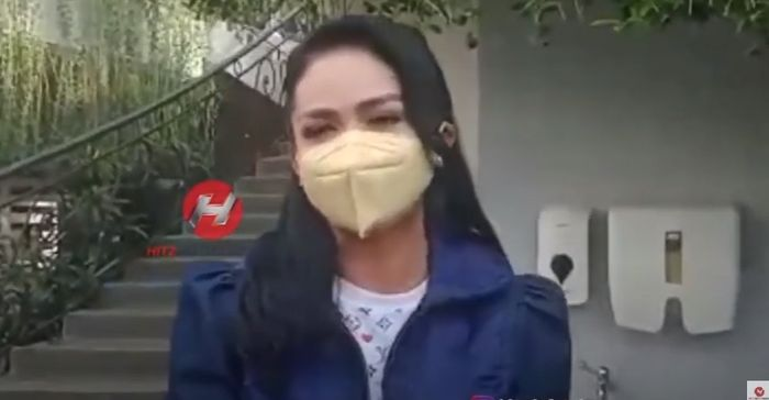 Krisdayanti mengungkap dirinya sudah mengetahui sang putri mengaidap kista sejak berusia 16 tahun