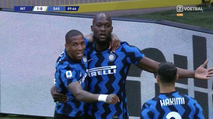 Romelu Lukaku usai mencetak gol ke gawang Sassuolo dalam laga yang dilaksanakan pada Rabu (7/4/2021).