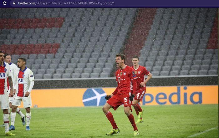 Striker Bayern Muenchen, Thomas Mueller, mencetak gol ke gawang Paris Saint-Germain, Kylian Mbappe di Stadion Allianz Arena dalam babak perempat final Liga Champions 2020-2021, Rabu (7/4/2021) waktu setempat atau Kamis pukul 02.00 WIB.