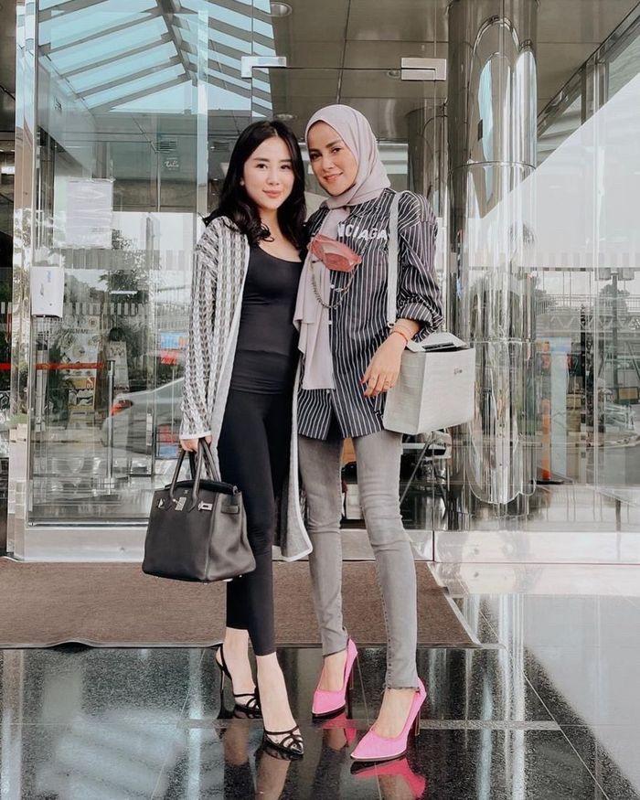Fashion Hijab <a href='/tribun/tag/olla-ramlan' title='OllaRamlan'>OllaRamlan</a> Pakai Celana Ketat yang Dikritik Netizen