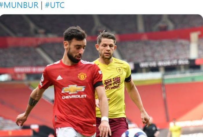 Gelandang Manchester United, Bruno Fernandes, beraksi dalam laga Liga Inggris kontra Burnley di Stadion Old Trafford, Minggu (18/4/2021).
