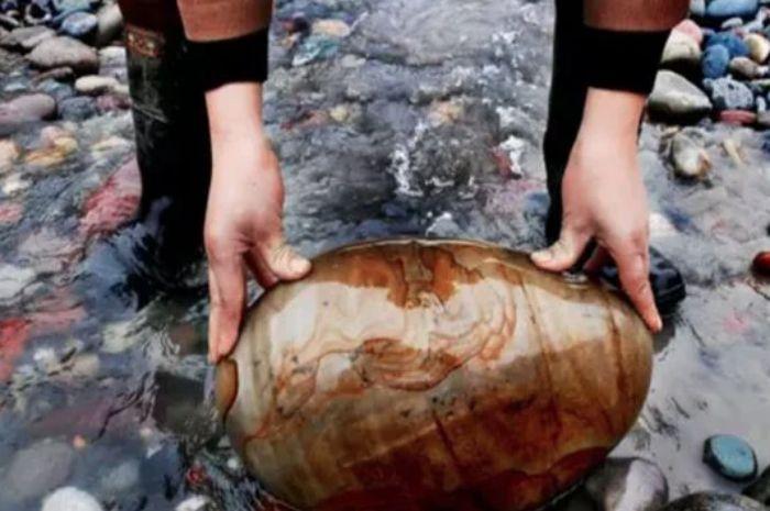 Sebuah desa di China menemukan kesuksesan dalam menjual batu hias.