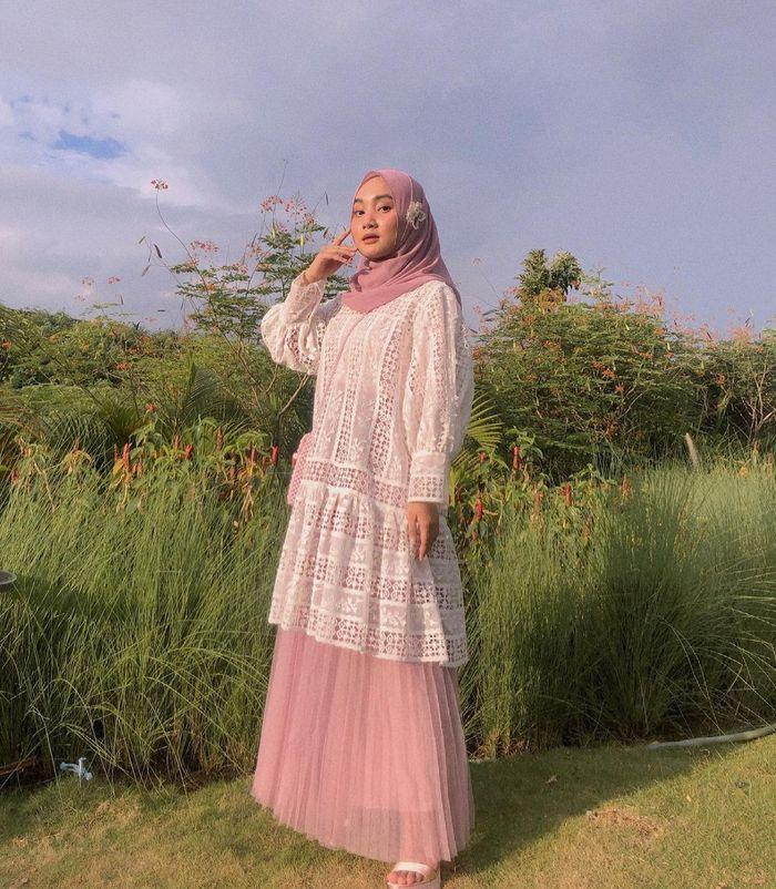 Model dress hijab manis buat lebaran ala Fatin Shidqia