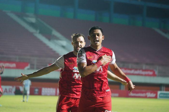 Gelandang muda Persija Jakarta, Braif Fatari melakukan selebrasi usai mencetak gol cepat atas Persib di final Piala Menpora 2021.
