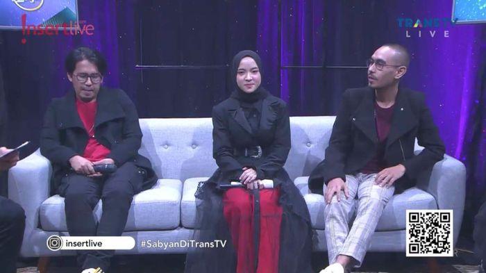 Nissa Sabyan dan Ayus Sabyan selalu mengenakan baju couple.