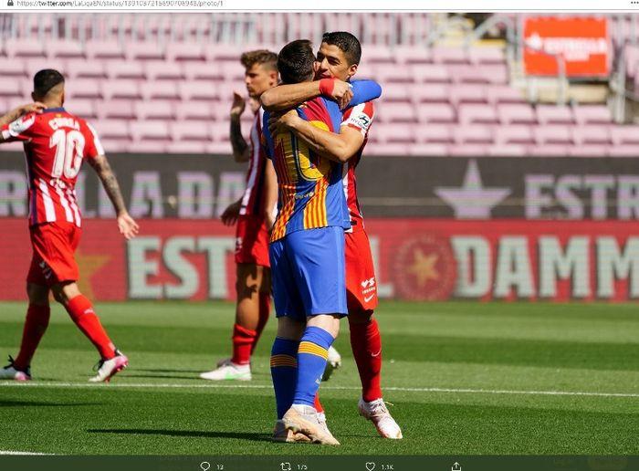 Momen keakraban Lionel Messi dan Luis Suarez saat laga Barcelona versus Atletico Madrid, Sabtu (8/5/2021).