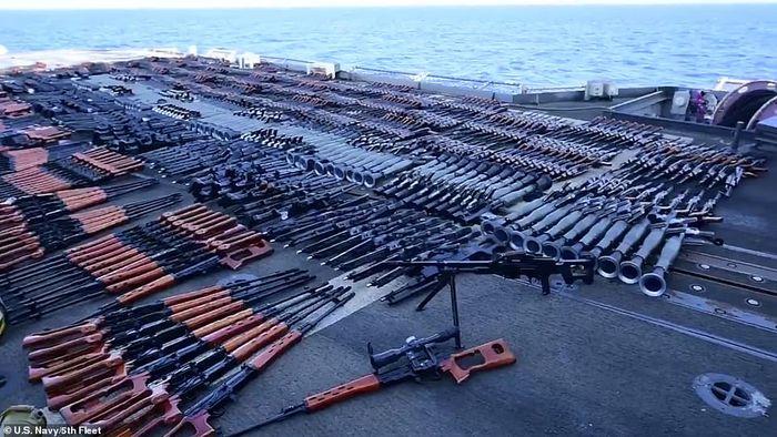 Senjata-senjata ilegal yang ditemukan angkatan laut AS
