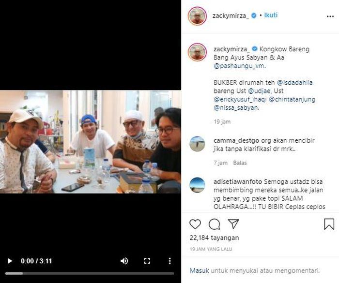 Ayus Sabyan tampak menjadi target bulan-bulanan tiga ustaz yaitu Ustaz Zacky Mirza, Ustaz Ujae, dan Ustaz Erick Yusuf saat menghadiri acara buka puasa bersama di kediaman Iis Dahlia.