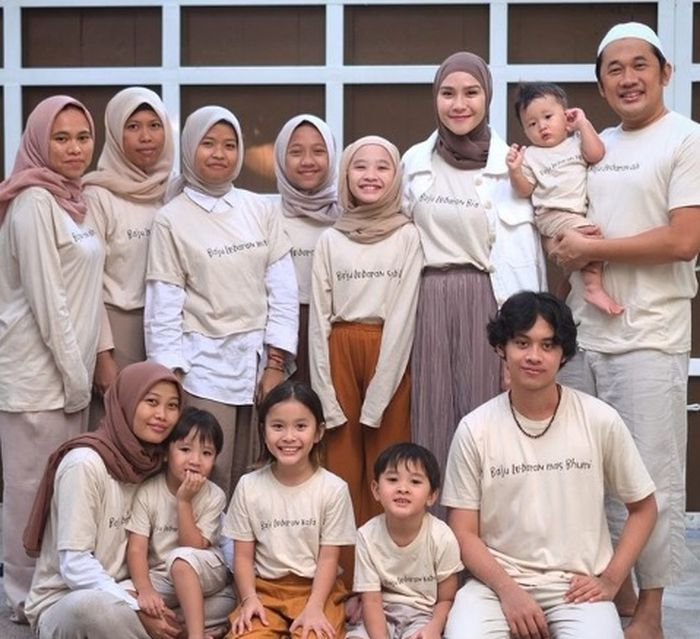 Keluarga Hanung Bramantyo dan Zaskia Adya Mecca rayakan hari lebaran