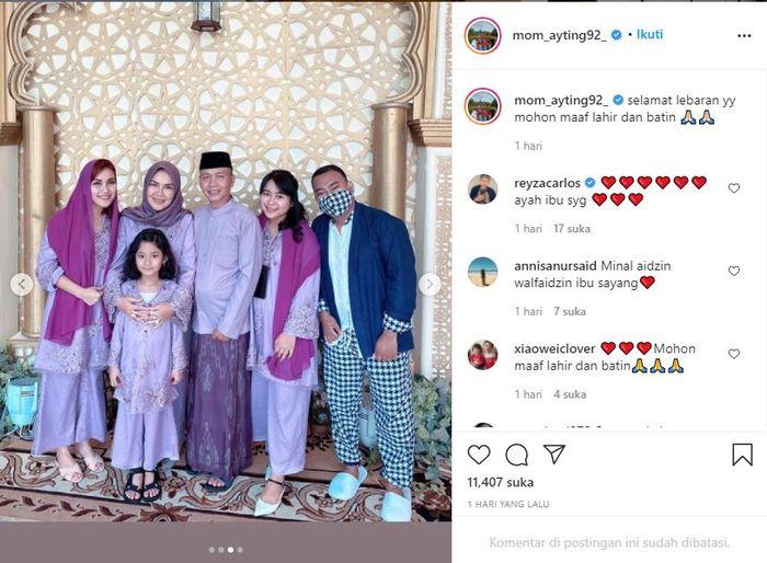 Postingan momen lebaran keluarga Ayu Ting Ting