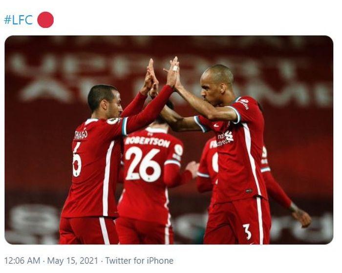 Fabinho (kanan) saat bersama rekan setimnya di Liverpool, Thiago Alcantara.