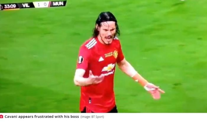 Striker Manchester United, Edinson Cavani, saat terlibat adu mulut dengan Ole Gunnar Solskjaer dalam final Liga Europa 2020-2021.