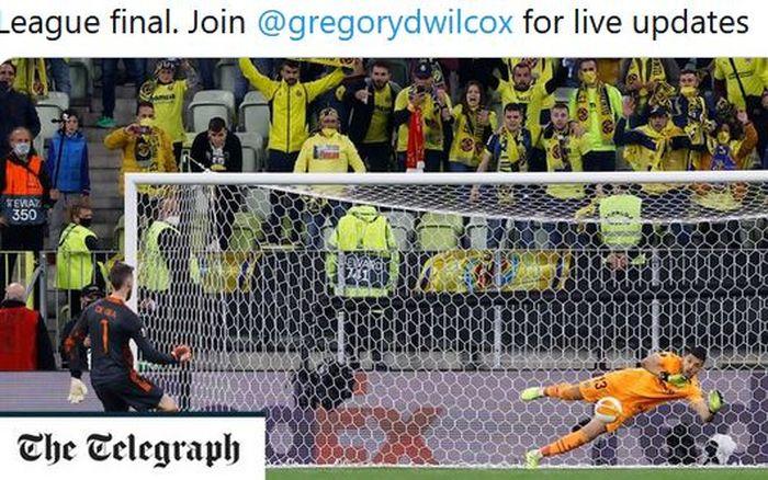 Kiper Manchester United, David de Gea, mengeksekusi penalti dalam laga final Liga Europa kontra Villarreal di Stadion Gdansk, Rabu (26/5/2021).