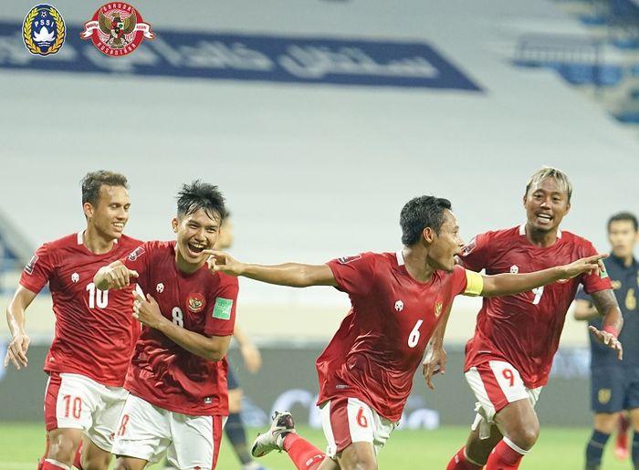 Evan Dimas Darmono merayakan gol yang dicetaknya ke gawang Thailand pada Kualifikasi Piala Dunia 2022 Zona Asia.