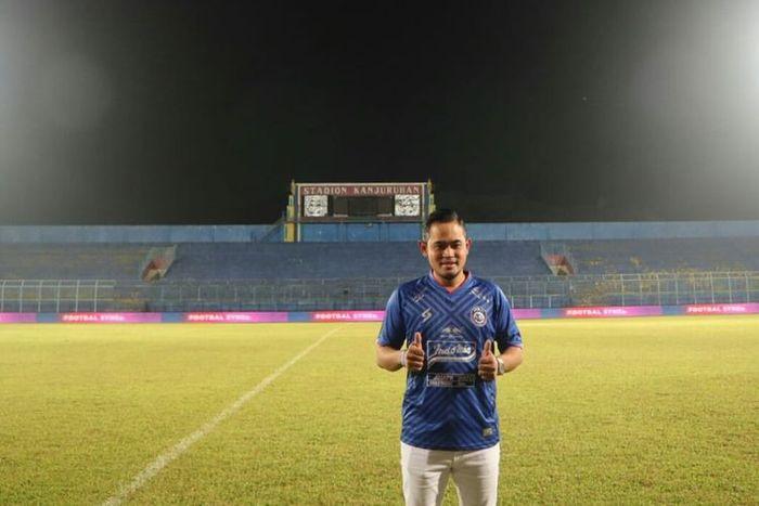 Gilang Widya Pramana yang dikenal dengan sebutan Crazy Rich Malang kini memiliki jabatan anyar sebagai Presiden Arema FC.