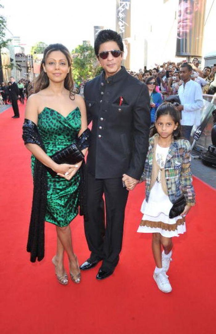 Foto masa kecil Suhana Khan bersama Shah Rukh Khan dan Gauri Khan