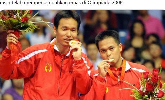 Hendra Setiawan dan Markis Kido saat memenangi medali emas Olimpiade 2008 di Beijing, China.