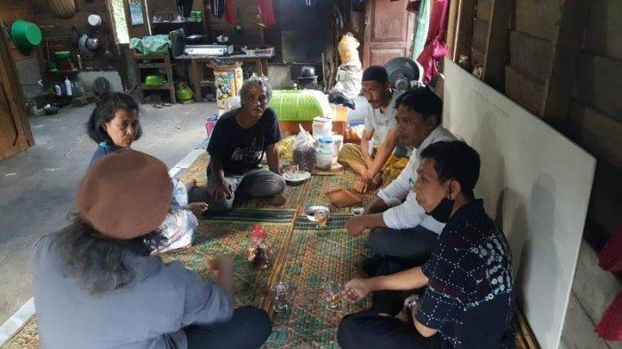 Pak Sulis saat bercerita tentang masa lalu presiden Jokowi