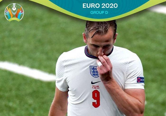 Ekspresi striker timnas Inggris, Harry Kane, dalam laga Grup D EURO 2020 kontra timnas Skotlandia di Stadion Wembley, Jumat (18/6/2021).