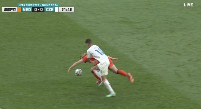 Insiden handsball Matthijs de Ligt dalam laga Belanda vs Rep Ceska di Euro 2020.