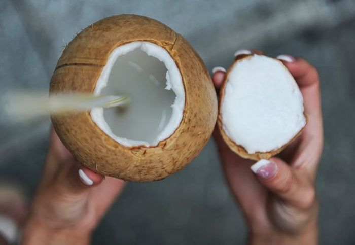Minum air kelapa untuk menghilangkan efek vaksin Covid-19, dokter ahli justru mengatakan kondisi jadi seperti ini.
