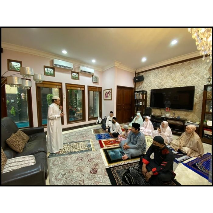 Ruang keluarga di rumah artis <a href='https://medan.tribunnews.com/tag/rhoma-irama' title='RhomaIrama'>RhomaIrama</a>