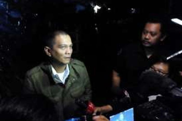 Kakak pertama Ariel Noah, Nazlin Fachrizal saat ditemui wartawan di rumah duka, Jalan Tanjungsari No.58, Antapani, Bandung, Selasa (29/3/2016)