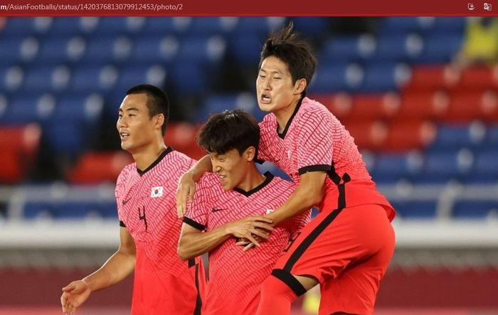 Para pemain timnas Korea Selatan merayakan gol ke gawang timnas Honduras dalam matchday ketiga babak penyisihan Grup B Olimpiade Tokyo 2020 cabor sepak bola putra, Rabu (28/7/2021).