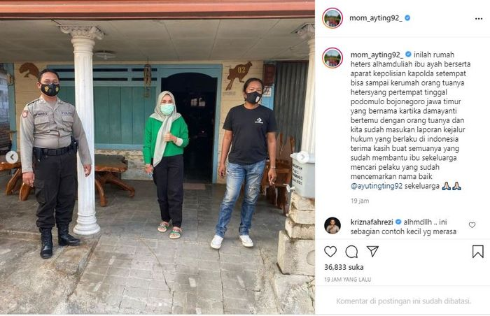 Umi Kulsum and Abdul Rozak during a visit to the house of Ayu Ting Ting's haters parents.