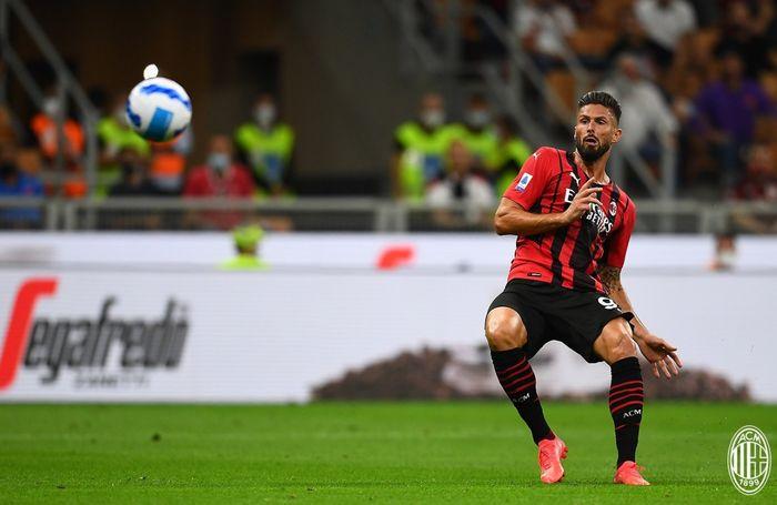 Olivier Giroud mencetak gol perdana bagi AC Milan yang mengubah kedudukan menjadi 3-1 atas Cagliari pada babak pertama laga pekan kedua Liga Italia 2021-2022.