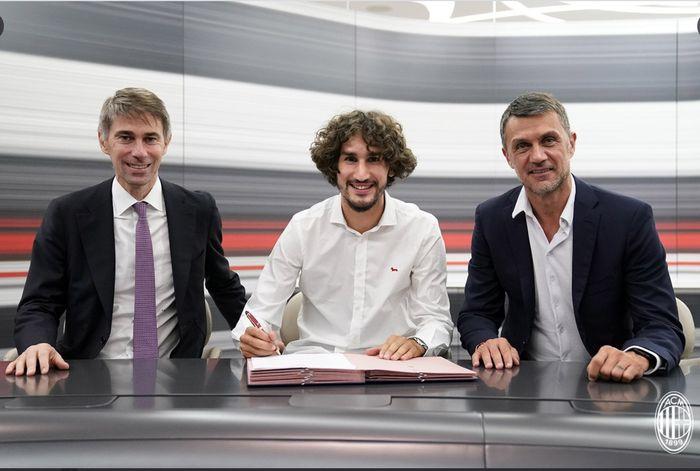 AC Milan merekrut Yacine Adli dari Bordeaux pada deadline day alias hari terakhir bursa transfer, Selasa (31/8/2021).