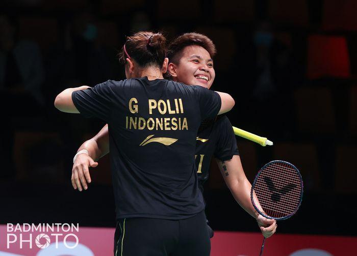 Ekspresi Greysia Polii/Apriyani Rahayu saat melawan Thailand pada perempat final Uber Cup 2020, Jumat (15/10/2021)