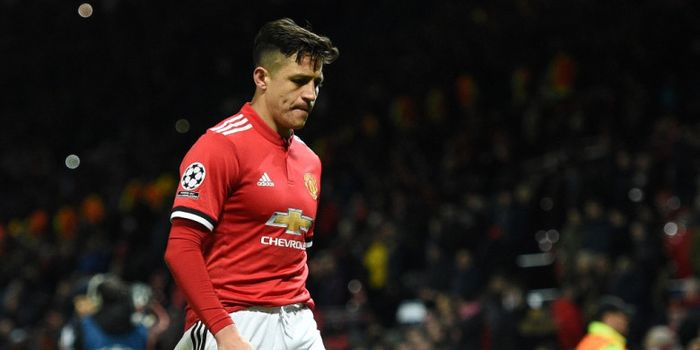 Ekspresi penyerang Manchester United, Alexis Sanchez, seusai timnya kalah dari Sevilla dalam la