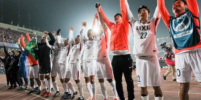 Para pemain Kashima Antlers bersuka cita seusai memenangi Liga Champions Asia 2018 setelah menahan i