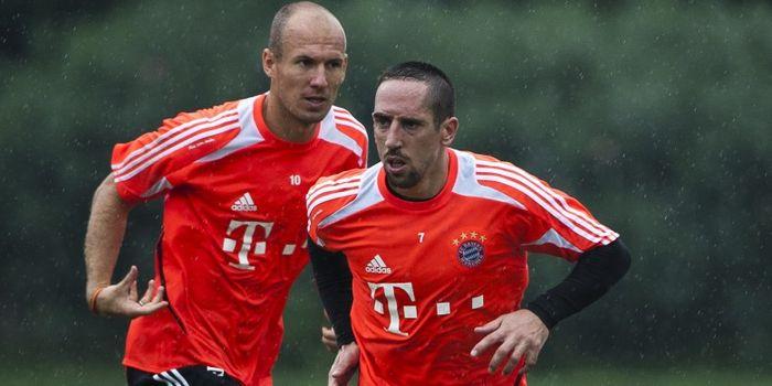 Frank Ribery (kanan) dan Arjen Robben saat menjalani sesi latihan Bayern Muenchen jelang pertandinga