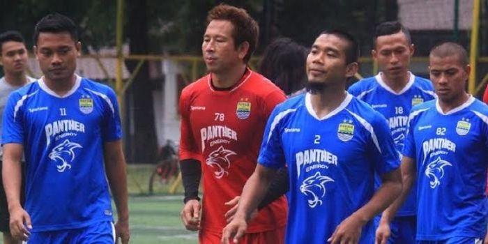 Bek Wildansyah (2) yang musim 2017 bakal jadi bagian Persib sudah gabung latihan skuat Maung Bandung