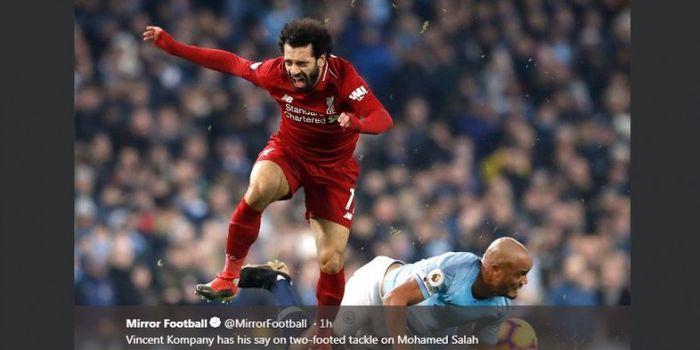 Mohamed Salah saat ditekel Vincent Kompany dalam partai Liga Inggris antara Manchester City vs Liver
