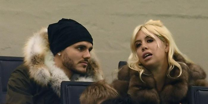 Mauro Icardi (kiri) dan istri sekaligus agennya, Wanda Nara, hadir di tribune menyaksikan laga Liga