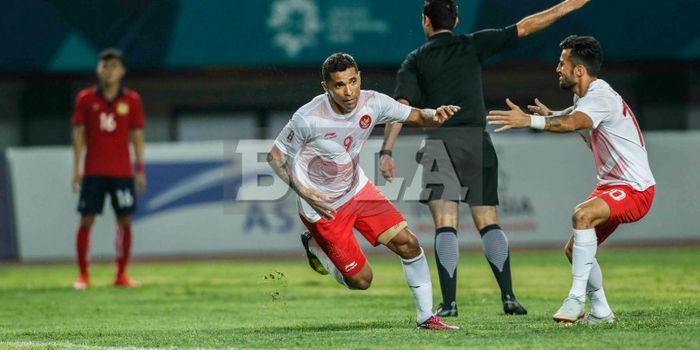Selebrasi penyerang tim nasional U-23 Indonesia, Alberto Goncalves, seusai mencetak gol ke gawang Laos.