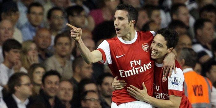 Robin van Persie (kiri) merayakan gol ke gawang Tottenham bersama Samir Nasri di White Hart Lane